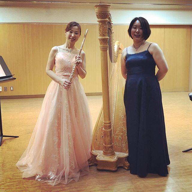 今日は、ピンクのドレスに身を纏い~🤗 フルートだけでなく、篠笛も披露!和かさん、お疲れ様でした️ #横須賀 #三浦 #フルート #篠笛 #ハープ #デュオ #コンサート #横浜 #芸者