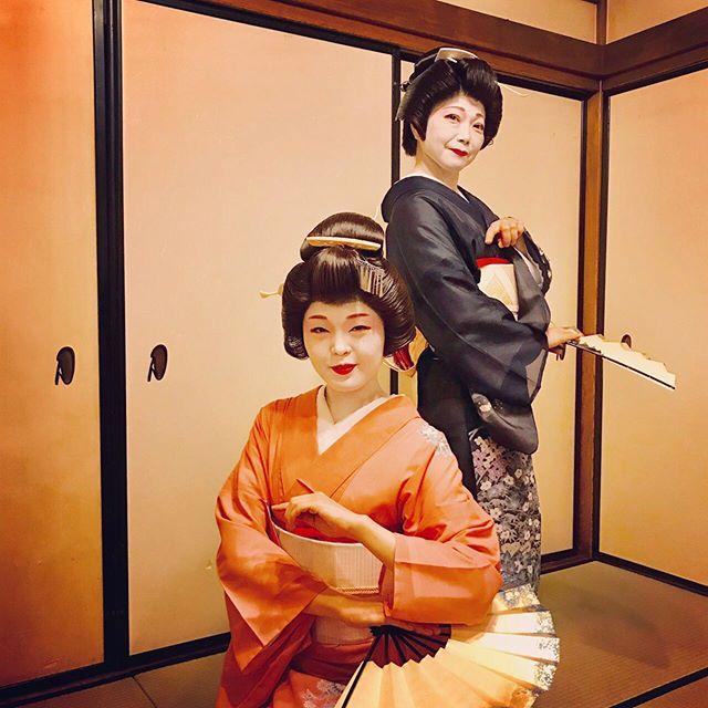 横浜芸者と秋の宴横浜開港160周年を記念し、横浜芸者が素敵な夜をおもてなしいたします2019年10月27日(日) 17:30~20:30Sun-mi高松 伊勢佐木町店料金 ¥13,000(お食事、飲み放題付き)今回、美味しいお料理を召し上がりになりながら、芸者衆の踊りをご覧いただき、お座敷遊びもできる、飲み放題付きの3時間をどうぞお楽しみください。横浜芸妓組合 富久丸(Fukumaru)・香太郎(Kotaro)・市花(Ichika)・和か(Waka)お問い合わせ横浜芸妓組合ホームページ https://geigi.yokohama045-512-7494Sun-mi高松 伊勢佐木町店住所 神奈川県横浜市中区伊勢佐木町3-96 横浜にっかつ会館B1最寄り駅 *JR 関内駅 北口改札から徒歩5分*市営地下鉄線 伊勢佐木長者町駅 6A出口から徒歩4分*京急急行線 日ノ出町駅から徒歩4分#横浜 #芸者 #日本舞踊 #三味線 #篠笛 #能管 #お座敷遊び #懐石料理 #飲み放題